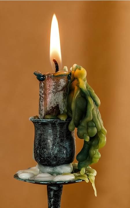świeca w domu